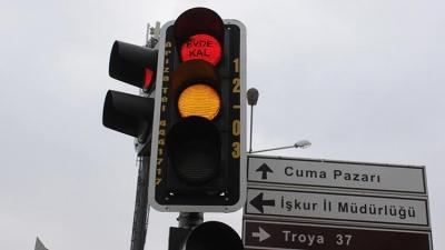 Çanakkale'de Trafik Lambalarında 'Evde Kal' Uyarısı