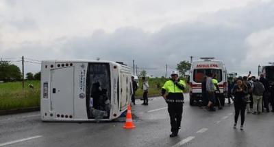Çanakkale'de üniversite öğrencilerini taşıyan minibüs devrildi: 25 yaralı