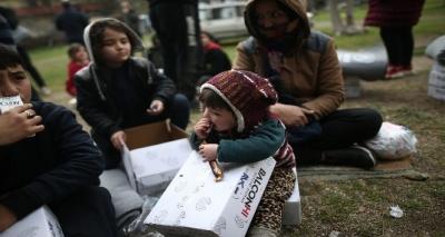Çanakkale'den Yunanistan'a Geçmeyi Bekleyen Mültecilere Giyim ve Erzak ve Battaniye Yardımı