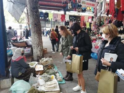 DEVA Partisi Cuma Pazarı'nda Kadın Esnafları Ziyaret Etti