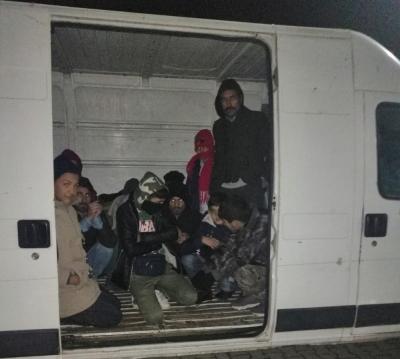 Kamyonet Kasasında 49 Mülteci Yakalandı