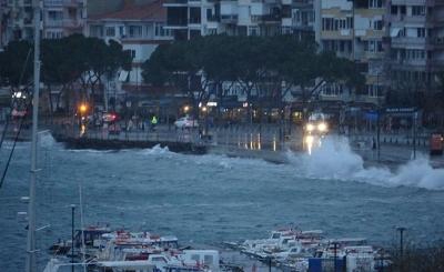 Kuzey Ege ve Güney Marmara'daki Adalara Ulaşım Durdu