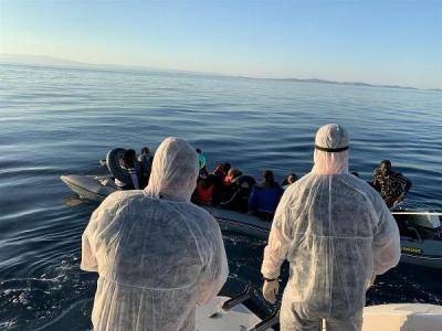 Lastik Botla Sürüklenen Kaçak Göçmenler Kurtarıldı