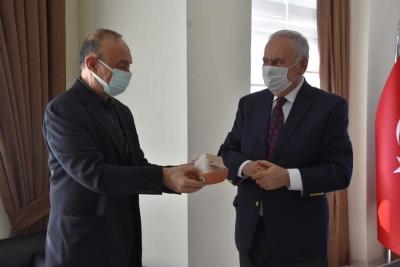 Sağlık Çalışanlarına Tarhana ve Seramik Çorba Kasesi Hediye Edildi