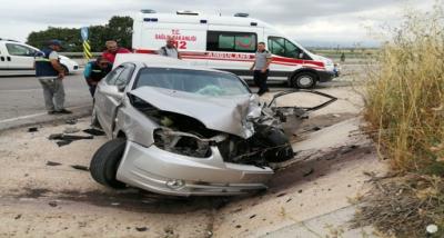 Traktörle otomobil çarpıştı: 2 yaralı